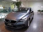 Volvo V40 Cross Country D2 Kinetic bei Neu- und Gebrauchtwagen – Lauterach | Feldkirch – Autohaus Niederhofer in Ihre Fahrzeugfamilie